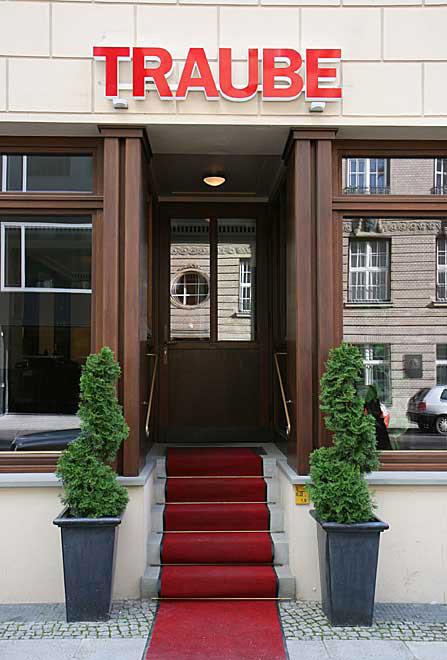 Restaurant TRAUBE, Reinhardtstr. 33, Berlin, Eingang (Foto: Copyright Hilmar H. Werner, 2007)